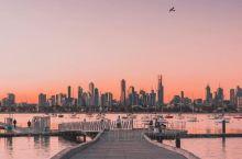 墨尔本圣基达海滩的日落时