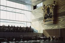 波尔图音乐厅 得益于雷姆•库哈斯 (Rem Koolhaas) 的大胆设计,以及经常举办的风格多样的