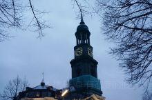 圣米歇尔教堂是汉堡的标志性建筑,它是北德地区最重要的巴洛克式教堂建筑,以大天使米迦勒命名。早在公元6
