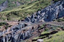 中国墨石公园景区(MOSHI PARK SCENIC AREA)位于四川省甘孜州道孚八美镇卡玛村与中