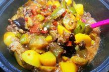 家常菜,东北大乱炖,真的香到流口水的地步,真的,想吃东北菜还真必须是家宴