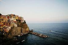马纳罗拉在五渔村所有景点中排名第一,这里有许多拍摄素村: 渔村,城堡,钟楼,教堂等等。特别是日落时分