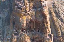 气势雄伟绝峭壁,逶迤蜿蜒通洛河,永宁古寨