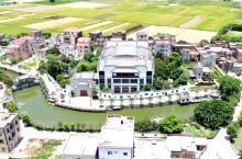 参观湛江吴川李日荣在农村的4亿别墅 辉煌如皇宫 还专修了护城河