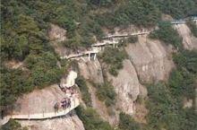 景星岩,属国家重点风景名胜区,位于浙江省仙居县境内。这里有秀丽的自然风光和历史悠久的人文景观,亦成为