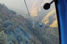 最近去了湖南莽山游玩,最令人叹为观止的是缆车里程超级长,跨度大,单程耗时18分钟,坐在车里欣赏窗外美