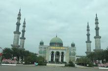 想不到在云南这个红河哈尼族彝族这个边陲之地,还有一座很具规模的沙甸大清真寺,这就是位于个旧、开远、蒙