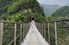 十八涡景区,空气清新宜人,游客不多,对于久居都市的我们来说,呼吸着山间富含负氧离子的空气,慢慢走走停