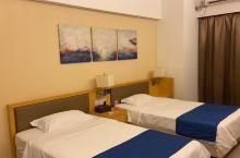房间干净美观整洁,隔音效果好,离沙滩很近很方便,性价比高