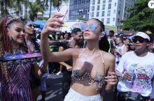 🍀巴西人对狂欢节游行的主要诉求: 1,社交需求:老朋友唠嗑;秀自己的装扮。 2,内容需求:听流行音乐