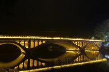 安静的灯光璀璨,独立的浪漫