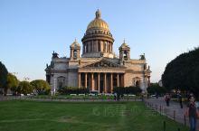 圣以撒大教堂 坐落在俄罗斯圣彼得堡市,教堂前身是1710年奠基的木制同名小教堂,后来在1818年开始