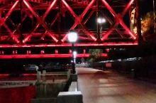 月圆之夜,灯光变幻的鸭绿江大桥,非常迷人。到丹东一定要晚上来河边看看。#捕捉中秋氛围 #国内浪漫旅行