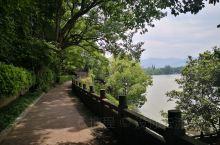 鹳山公园坐落于富阳城东的富春江北岸,是富春江新安江千岛湖国家级风景名胜区的一级景点,素有华东文化名山