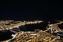 到特罗姆瑟的话一定要去!每半小时一班,登顶之后的城市全景可谓是大气磅礴、波澜壮阔!整个特罗姆瑟岛尽在