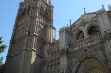 托莱多大教堂位于西班牙的托莱多市,托莱多是一座至今仍保留着中世纪风貌的古城,大教堂是当时西班牙基督教