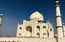 1657年印度国王沙贾汗的儿子奥朗则布篡夺王位, 将沙贾汗本人囚禁在一个小小的八角宫里。在囚禁的这8