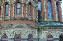 滴血大教堂被誉为世界上最美丽的教堂,它有着精妙绝伦的华丽装饰和独具匠心的绝美造型,围着教堂转,可以看