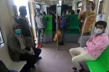 乘坐中国为埃塞援建的首条轻轨,车厢舒适服务周到,7毛钱随便座