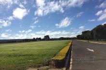 🍀巴西首都巴西利亚  黎明宫--巴西总统的官邸沐浴着朝阳,相当祥和,卫兵和保镖也很温和,丝毫没有民工