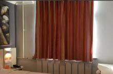 第一次入订这家酒店,由于工作需求,订了4个小时的钟点房,前台服务非常热情,希望开个一楼房间,主要方便
