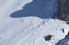 瑞士疫情期间保持雪场开放,抢冬季尾的雪