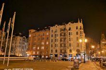 布拉格洲际酒店的位置只能用无与伦比来形容:坐落在伏尔塔瓦河边的巴黎大街,这条大街的另一头就是著名的布