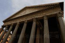 ''万神殿''原古罗马时期宗教建筑,后改建成一座教堂。希腊的门面,罗马的拱顶,教堂内有个很大的穹顶。