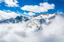 达古冰川,下面还是一层厚厚的乌云,索道穿过云层,顿时豁然开朗