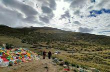 热拉札塘,就是寻访噶尔县的古迹,开启转山的行程。藏传佛教按顺时针方向,到一个垭口,在这里云有点多,神