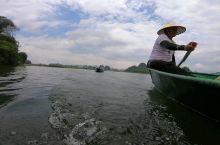 在普者黑泛舟过程中,打了一路激烈的水仗