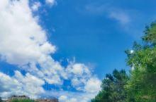 蓝天白云青草地是你喜欢的内蒙古