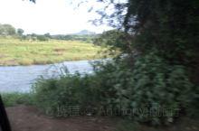 印度浦那乡村的一条清澈的河流