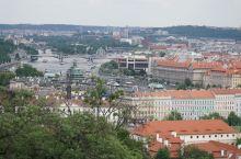 布拉格城堡,伏尔塔瓦河。甜甜圈。。。