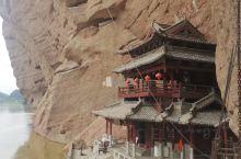 龙虎山公园位于鹰潭附近大概18km这是一个道教圣地。道教的老祖师张道陵在古时候在这里得到呈现。景区安