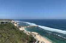 巴厘岛是世界最美岛屿之一    行程亮点:在巴厘岛可以乘坐滑翔伞 俯瞰整个海面很美丽  人均消费:7