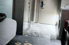 房间干净卫生,小江服务挺热情,点赞!