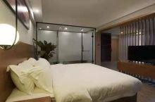 酒店很干净价格实在是太便宜了, 前台服务也很好,连着住了好多天,性价比超高的一家酒店,装修风格像全季