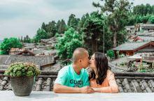 跟老公第一次来丽江,朋友推荐的网红观景酒店,酒店配有摄影师跟拍,住的阳台观景房,环境很舒适,拍摄不会