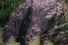 断崖悬空瀑布一眺