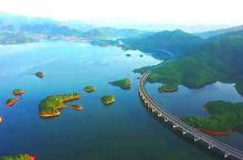 航拍位于九江市境内的永修至武宁高速公路 如长龙横卧青山绿水间