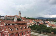 5月25日。行驶300公里,3个半小时左右到达捷克世遗中世纪小镇:克鲁姆洛夫。在上海人家饭店午餐后,