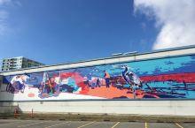 外墙是壁画,画出了很多城市文化