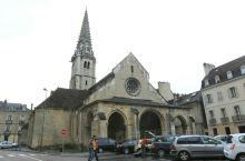 圣菲利贝尔是法国第戎一家非常漂亮的教堂,这座教堂已经有400多年的历史,内部装修非常的豪华大气,有许