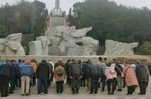 兴安红军长征突破湘江烈士纪念碑园由大型群雕、主碑、纪念馆组成。1934年底,红军长征突破湘江,冲破了