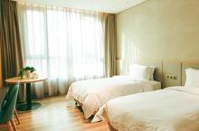 房间现代、电动化设计,超棒的。