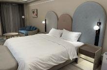 华住旗下的酒店,新装修的,整体都很nice,感觉粉嫩粉嫩的,除了有一点装修的气味,其他都很赞,房间自