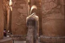 在古埃及建筑艺术中,除了金字塔外,给人留下深刻印象的莫过于神庙建筑。神庙建筑是埃及文明的重要载体,它