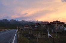 贡嘎雪山的晚霞