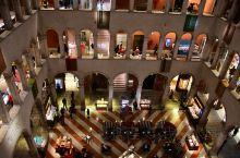 威尼斯DFS德国商馆店就在里亚托桥附近,店面积不算很大,一共只有四层, 但是也汇聚了几百个知名的世界